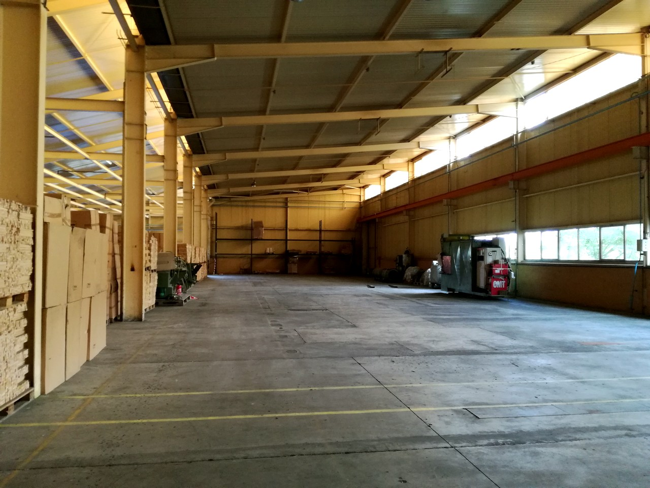 Industrial premises 9,000 m²