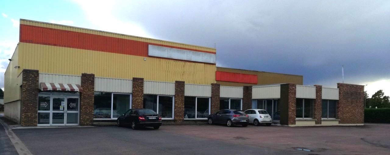 Business premises 2,100 m², France